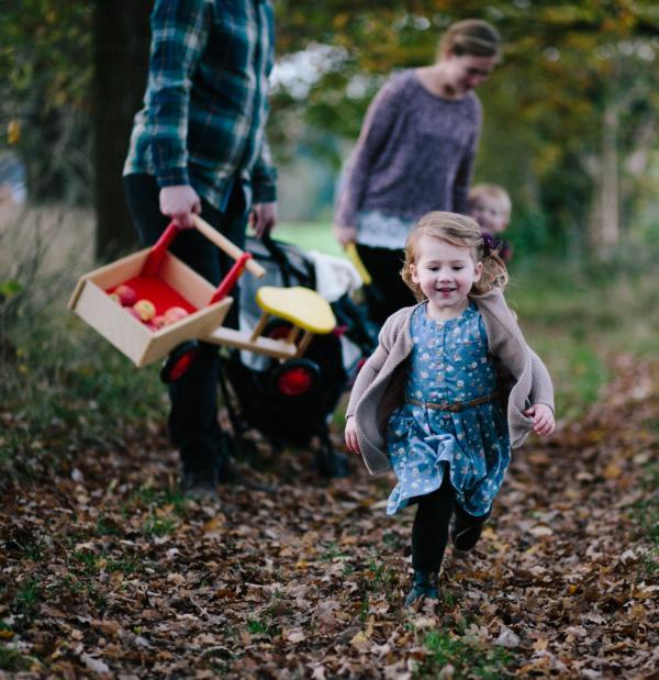 Tochter rennt von Familie weg